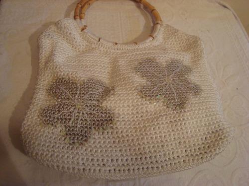 bolsa em croche feito a mao com lantejoulas e miçangas