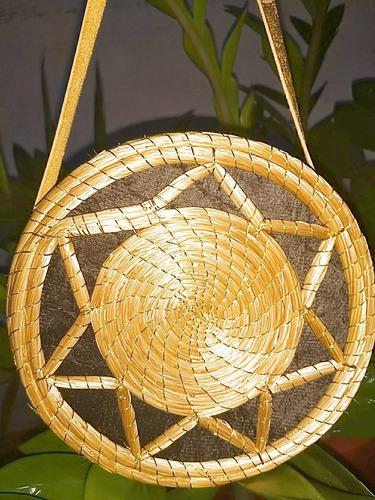 bolsa feita em capim dourado