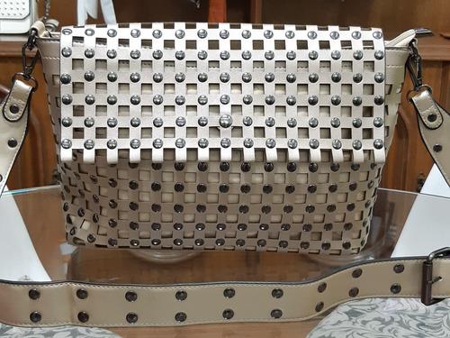 bolsa feminina com tachas