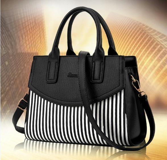 bbb1e5679 Bolsa Feminina Couro Barata Peça N° 4 Frete Gratis - R$ 170,00 em ...
