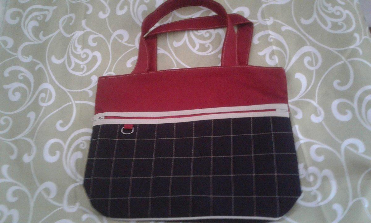 ced069209 bolsa feminina grande - preta e vermelha com listras em bege. Carregando  zoom.