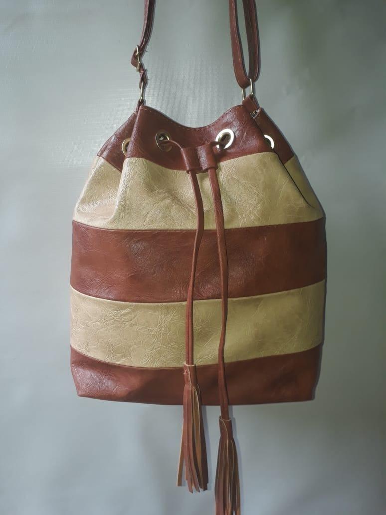 7f3e85f30 bolsa feminina média saco couro sintético promoção. Carregando zoom.