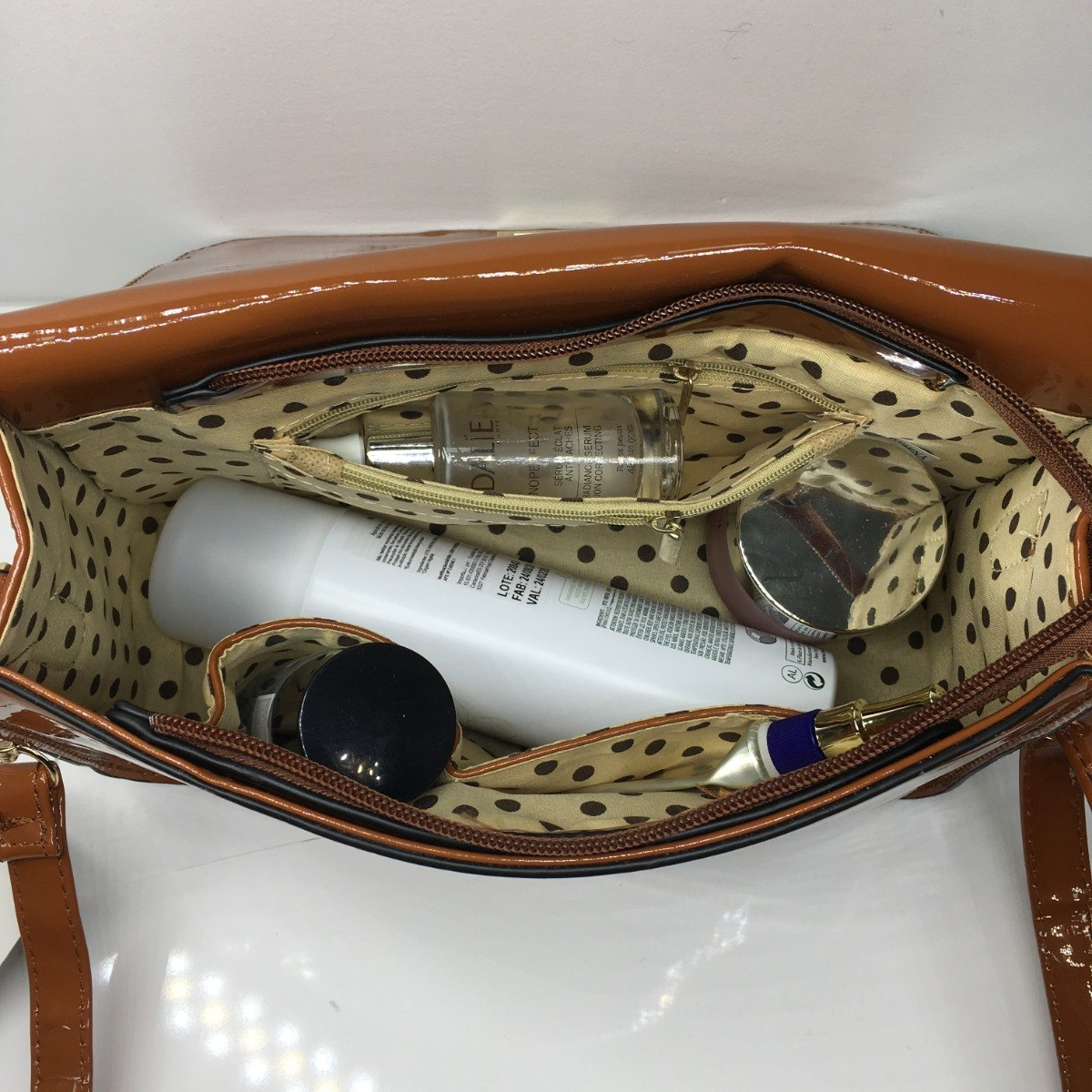 bdfc3c198 bolsa feminina media vernizada tiracolo transversal verniz. Carregando zoom.