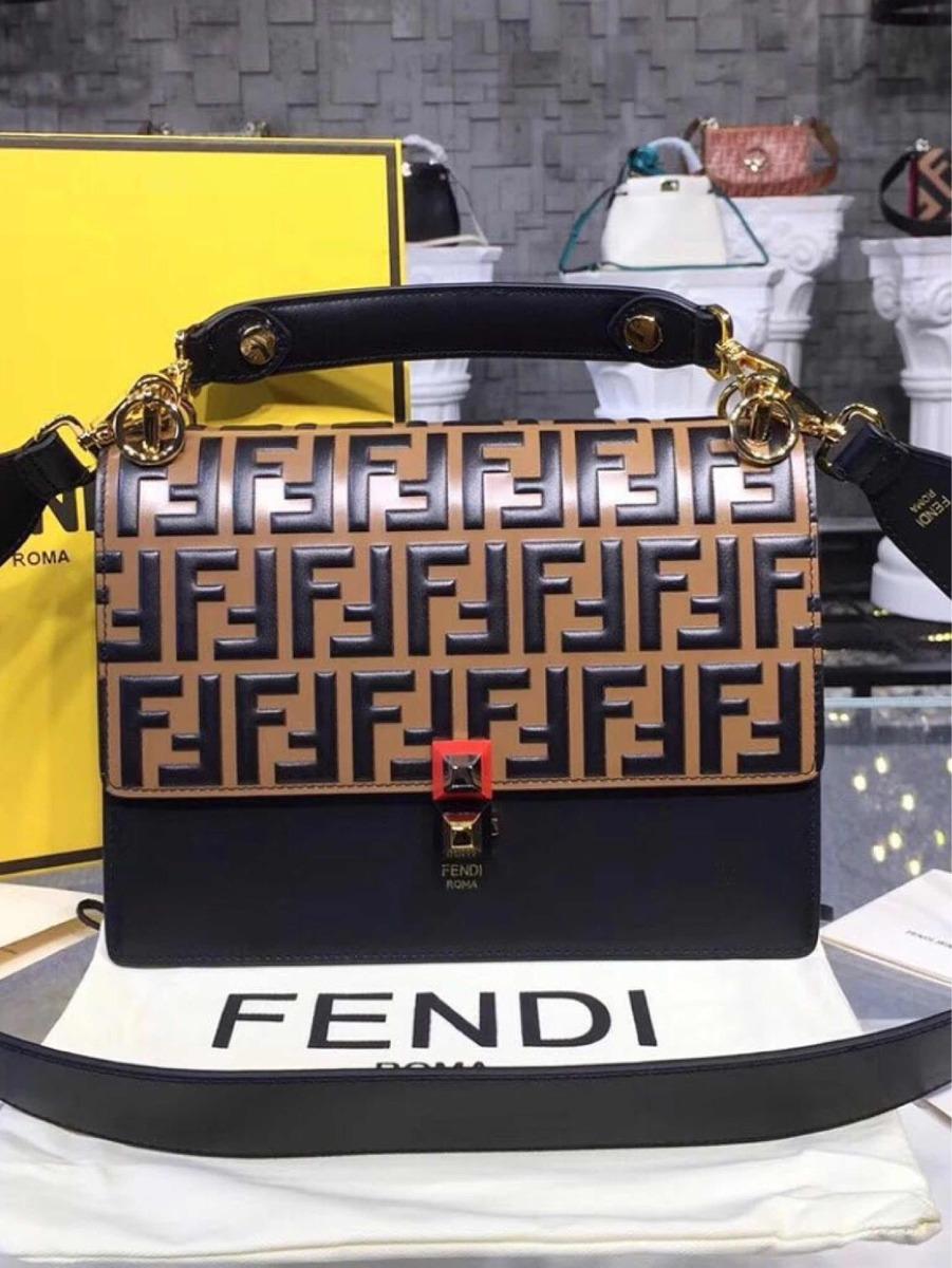 30f454005 Bolsa Fendi Kan I Preto Com Monograma Original - R$ 4.798,80 em ...