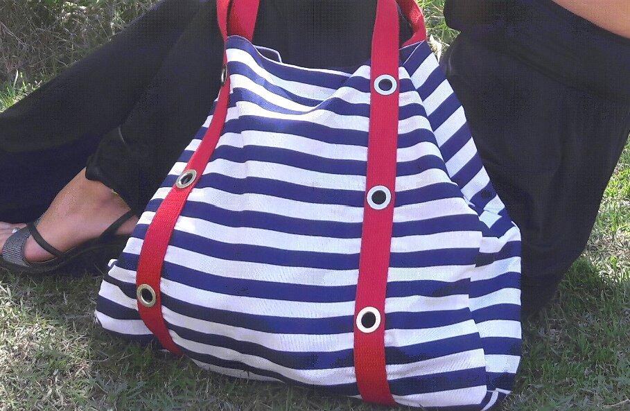 518dc8fd7 bolsa grande praia ou casual listrada preto \ vermelho. Carregando zoom.