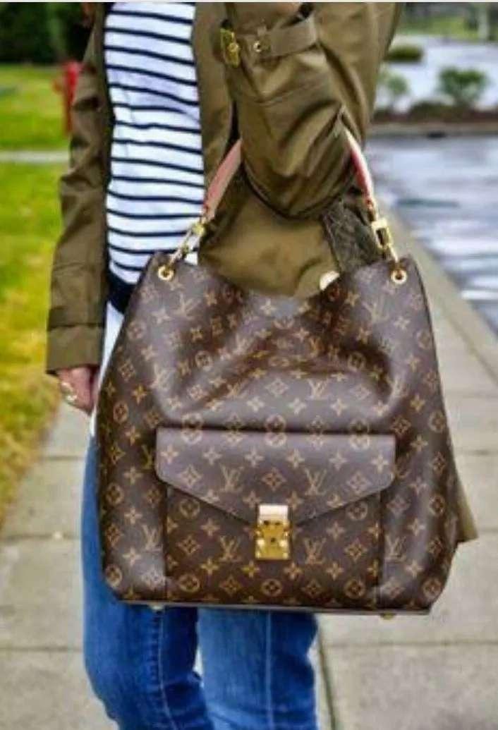 3cf3ee896 Bolsa Grande Sacola Louis Vuitton - Promoção - R$ 359,90 em Mercado ...