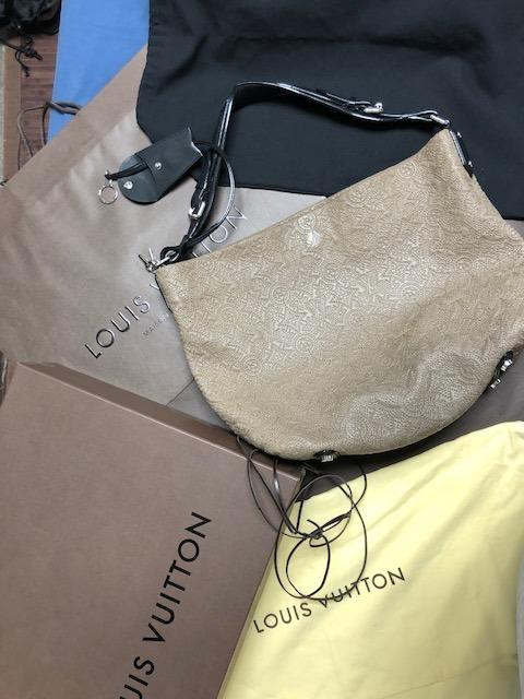 c1ce730cb Bolsa Louis Vuitton Antheaia Hobo Pm - $ 55,500.00 en Mercado Libre