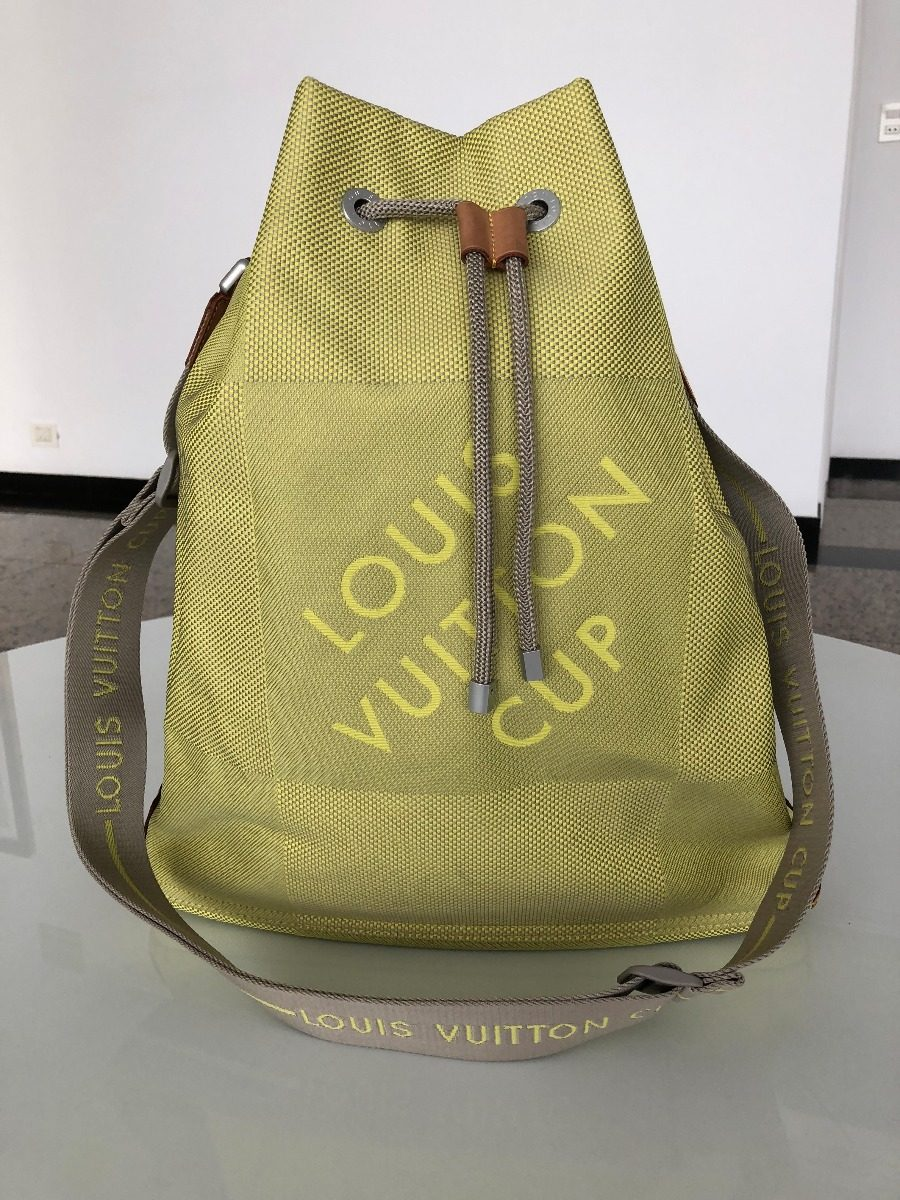 0a568218b Bolsa Louis Vuitton Cup Verde Seminova- Verde - R$ 1.700,00 em ...