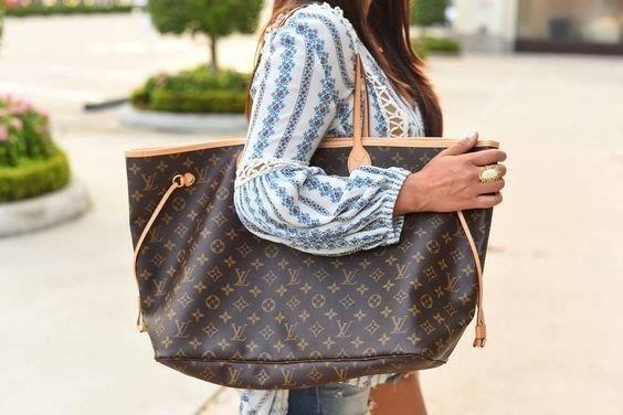 1ad32a61217 Bolsa Louis Vuitton Neverfull Couro Grande - R  899