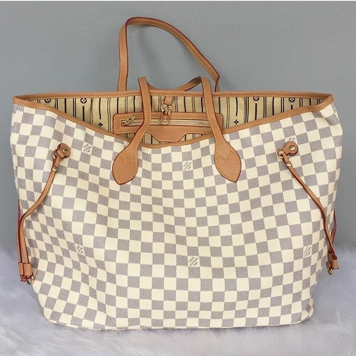 836e338ed Bolsa Louis Vuitton Neverfull Damier Azur Média - R$ 249,99 em ...