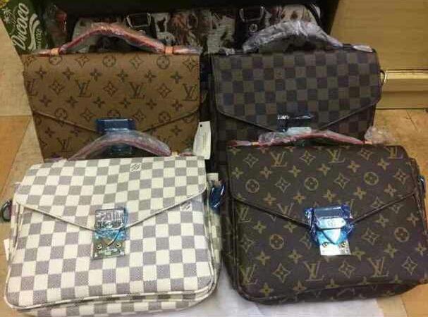 64297441ef6 Bolsa Louis Vuitton Pochette Metis - R  300