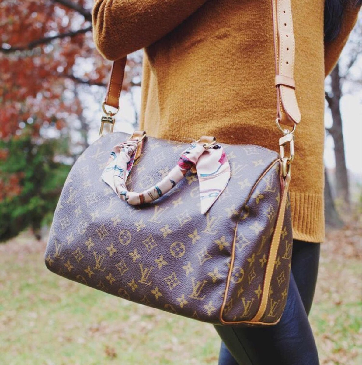 6d759fb1d67 Bolsa Louis Vuitton Speedy Bandouliere 30 Monograma - R  899