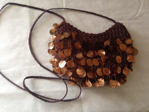 bolsa marrom artesanal tecido/croche com miçangas douradas