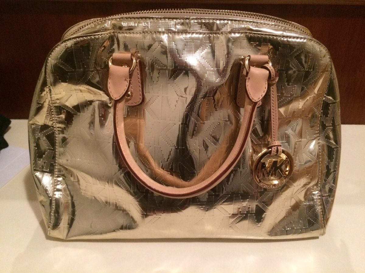 c62c25818 Bolsa Michael Kohrs Kors Dourada Xs Satchel Original - R$ 900,00 em ...