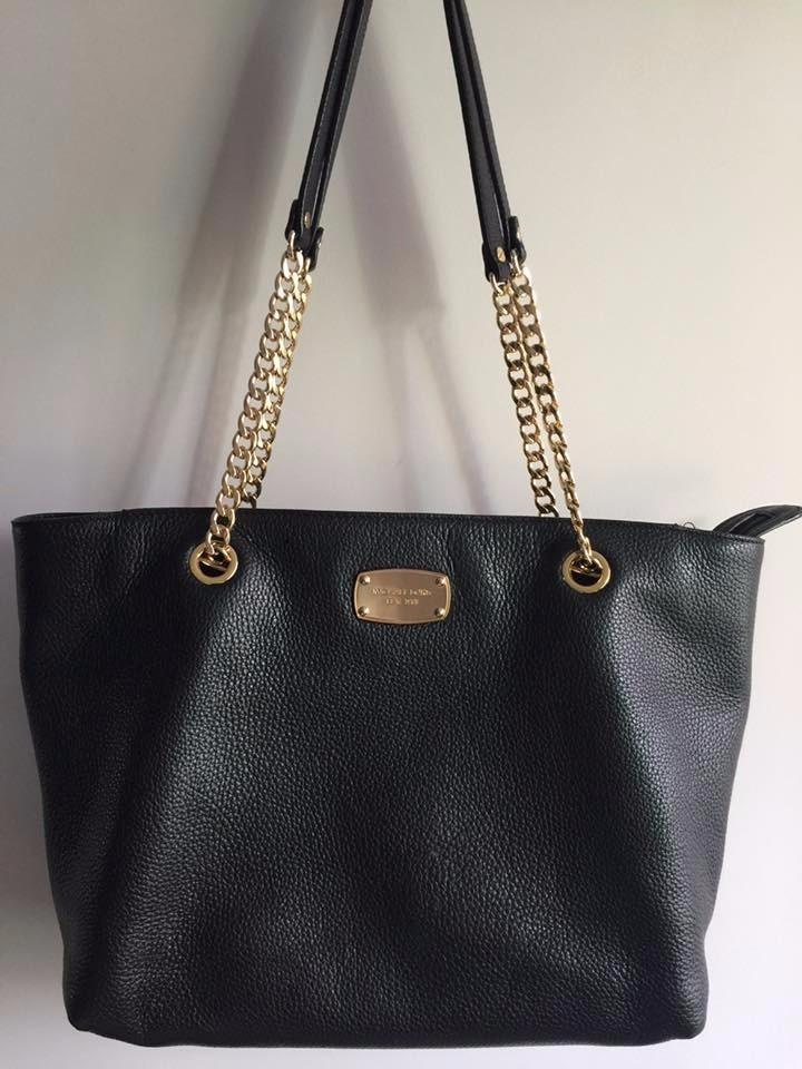131f03190 bolsa michael kors couro preta com alça dourada original. Carregando zoom.