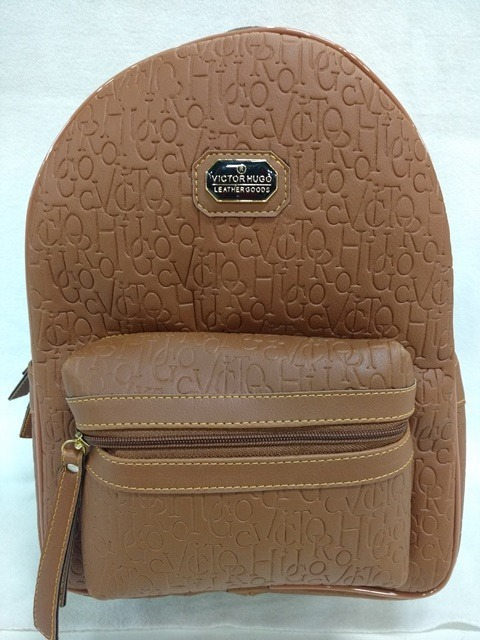 24c13d257 Bolsa Mochila Vitor Hugo Frequência Caramelo - R$ 139,00 em Mercado ...