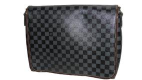 e19fb9465 Bolsa Louis Vuitton Com Cadeado Masculinas - Calçados, Roupas e Bolsas no  Mercado Livre Brasil