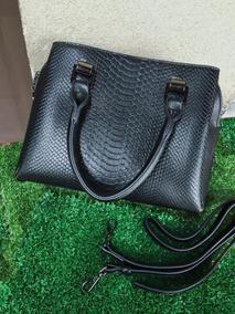 f22594889 Bolsa Guess Pequena - Bolsas de Couro Sintético Com fecho Preto em ...