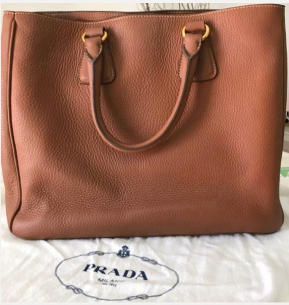 0bd292810 Bolsa Prada Original Na Cor Caramelo Com Ferragens Douradas - R ...