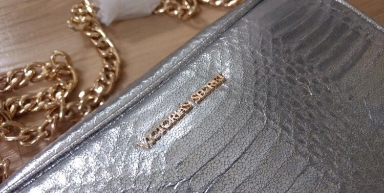 0bf3c5564 Bolsa Prata Crossbody Bag Victoria's Secret Transversal - R$ 79,90 ...