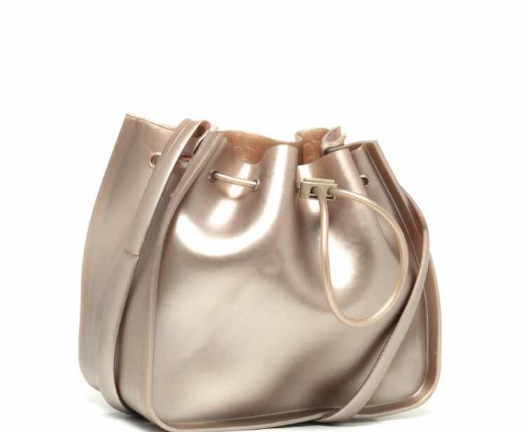 Bolsa Saco Petite Jolie Metalizada Dourada Feminina Originla - R  89 ... e1391cda2bb