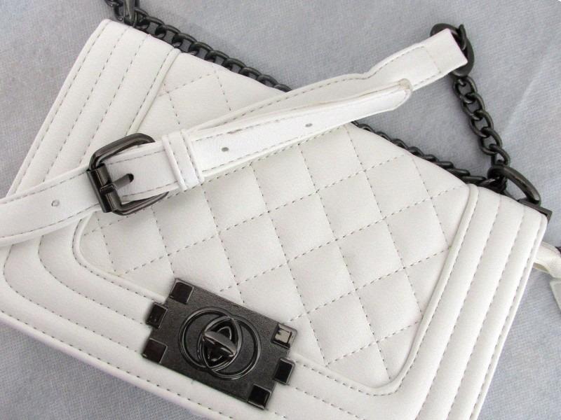 f4e07f726 bolsa tiracolo transversal feminina branca couro sintético. Carregando zoom.