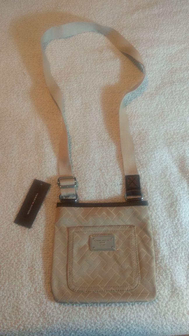 64a7602a3 bolsa tommy hilfiger carteiro lado original preta ou bege. Carregando zoom.