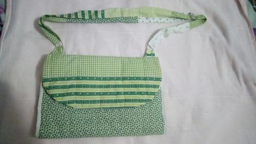 bolsa trocador para bebê muito útil aos pequenos em viagens