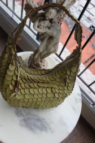 bolsa verde com pétalas em couro