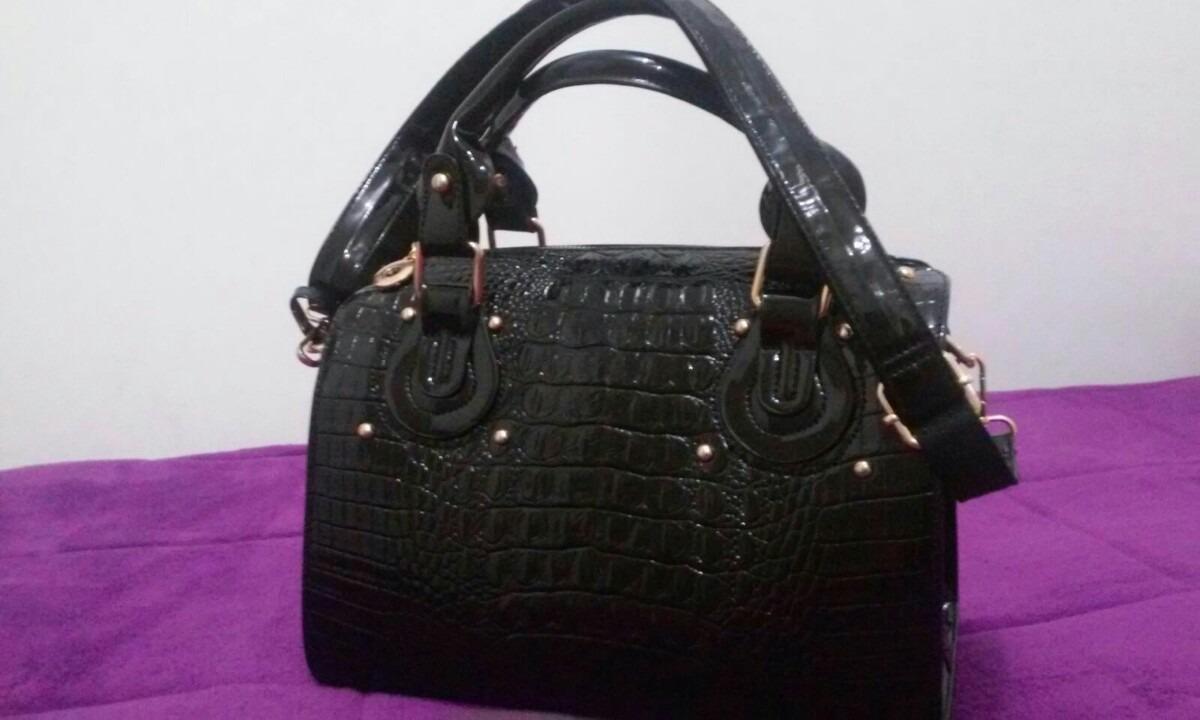 Bolsa Feminina De Couro Via Uno : Bolsa via uno croco preta envernizada r em