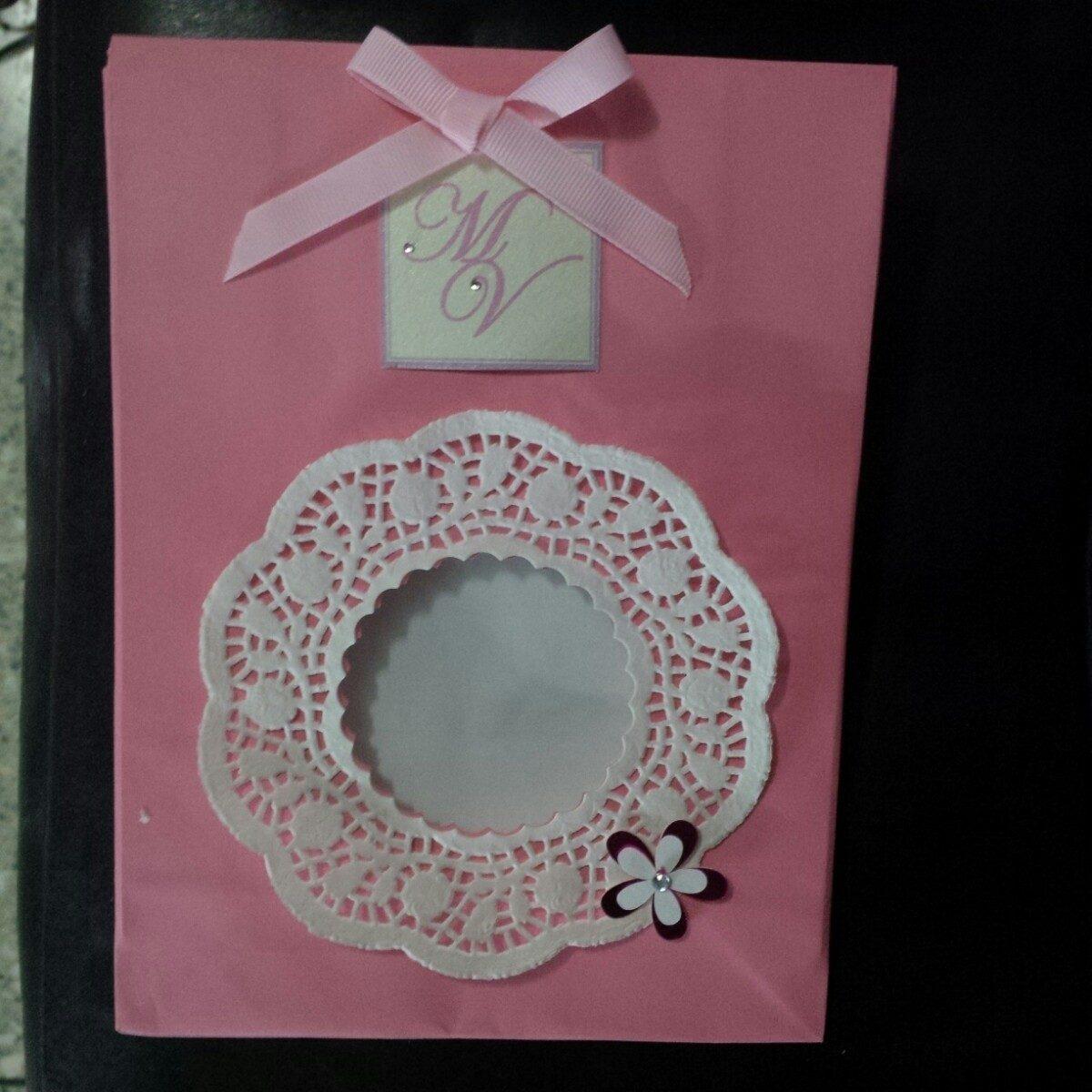 c9c04a494 bolsas de papel decoradas para cotillón regalos souvenir. Cargando zoom.