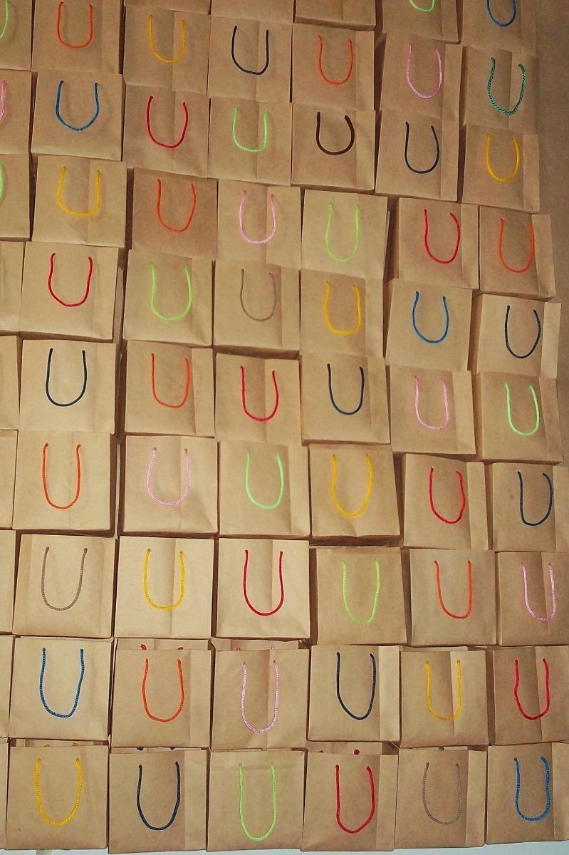 29993b06c bolsas de papel para cotillones y regalos . ganga por docena. Cargando zoom.