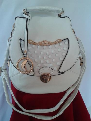 bolsas femininas com divisorias frontal e traseira.