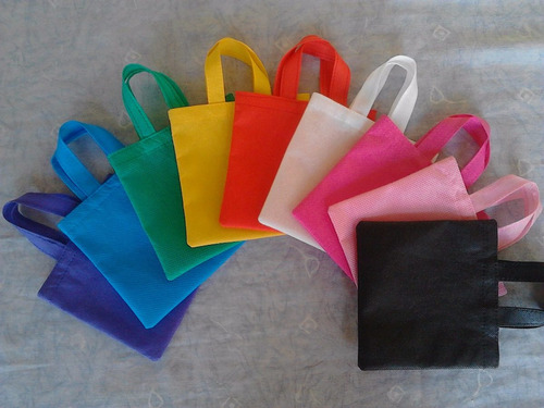 bolsas y cotillones de tela pop unicolor para fiestas