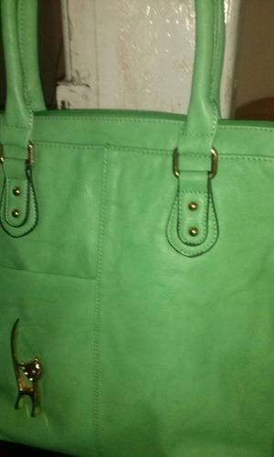 bolsas,mochilas e carteiras tudo da melhor qualidade ligue.