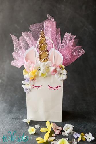 bolsitas de papel y foami unicornio