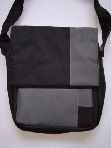bolso cuadrado de lona negro y gris