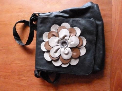 bolso flor tipo cuero