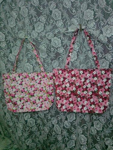 bolso floreado - con cierre - puede usarse para playa