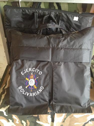 bolso militar de vuelo con logo del ejército.