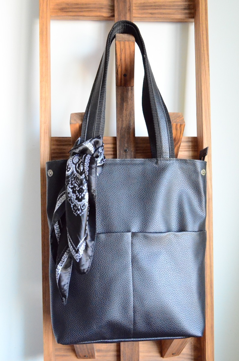 574ee6aa0 bolso negro eco cuero cartera xl incluye pañuelo by chela! Cargando zoom.