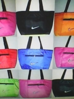 5019b2def Bolsos Y Carteras Nike Solo Al Mayor - Bs. 2.500,00 en Mercado Libre