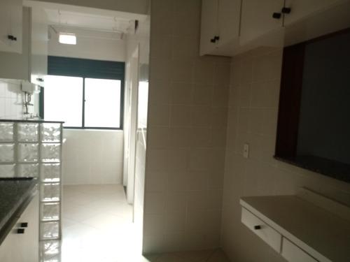bom apartamento com armários. ref. 27.