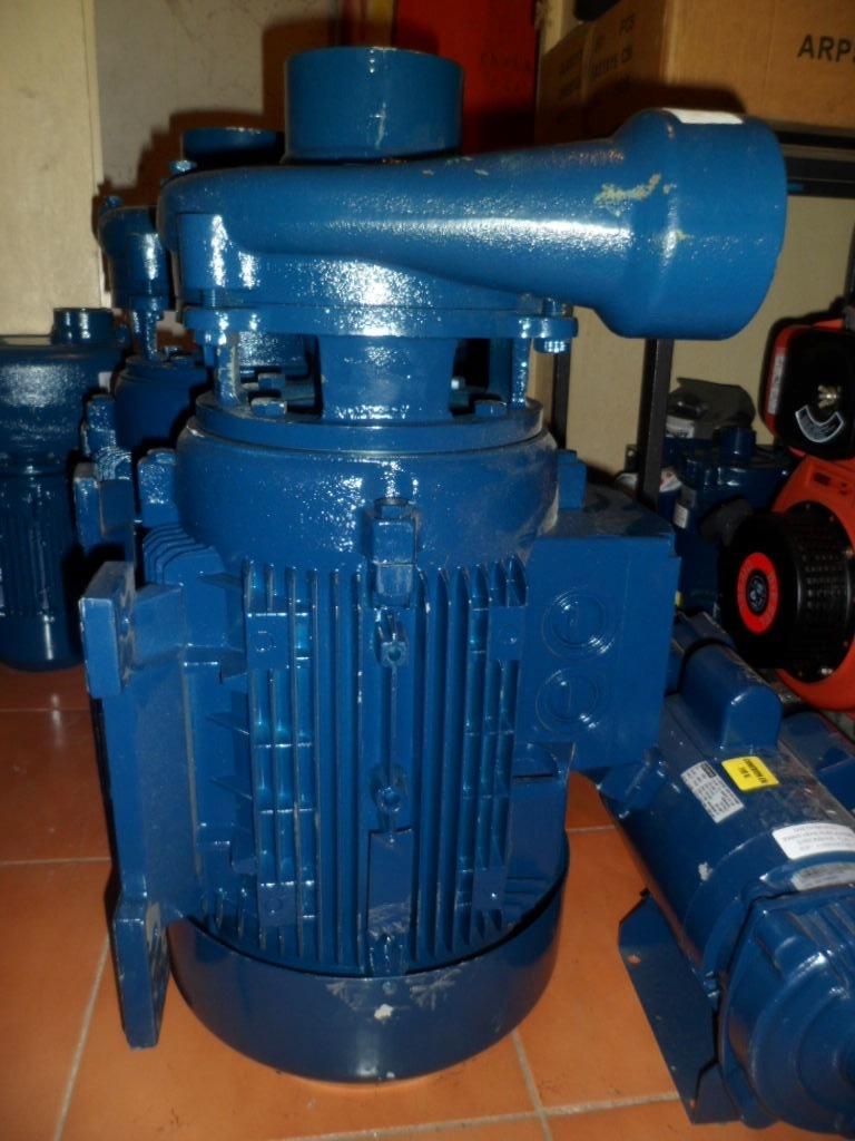 Bomba centrifuga i h m 15 hp 220 440 voltios motor for Bomba de agua siemens