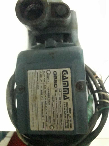 bomba d'água bivolt semi nova por 200 $