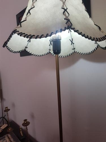 bomba de agua antigua hecha lampara artesanal