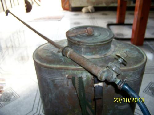bomba de pulvorizar veneno, de cobre da decada 40.