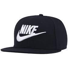 Boné Aba Reta Nike Preto E Branco Lançamento Gratis Brinde - R  49 ... 4b9eb3a9063