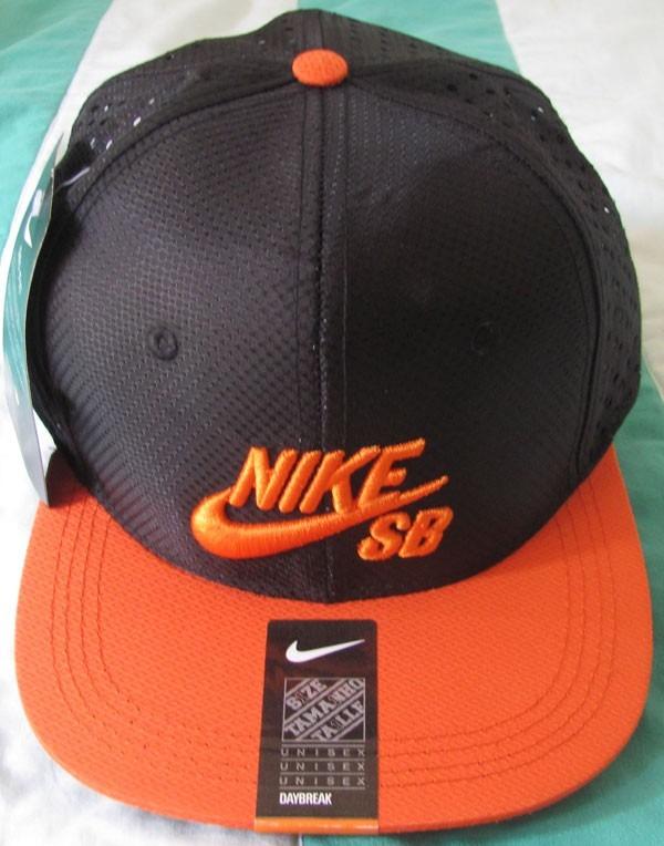 1de5f37804 Boné Aba Reta Nike Sb Snapback Trucker Tela Preto E Laranja - R$ 57 ...