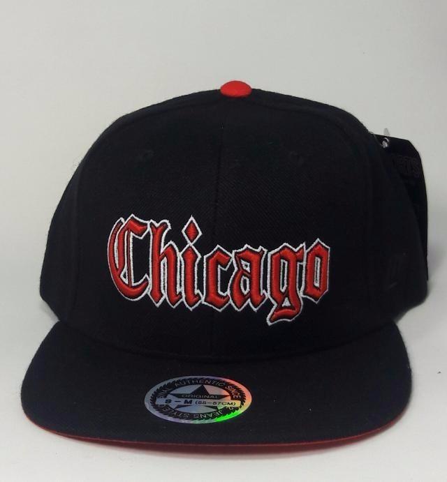 Boné Chicago Vermelho E Preto Aba Reta Homens - R  30 d03f41f25ef